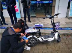绥德移动营业厅成功挂出移动渠道全市首辆电动自行车号牌