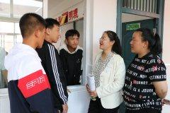 陕西定边中学教师朱红