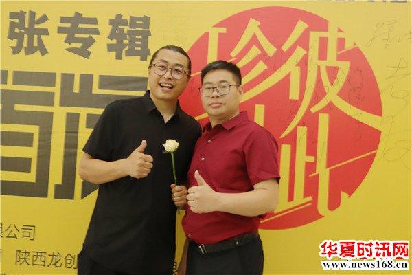 原创歌手镐天和德国德尔森原浆啤酒品牌运营总监张龙
